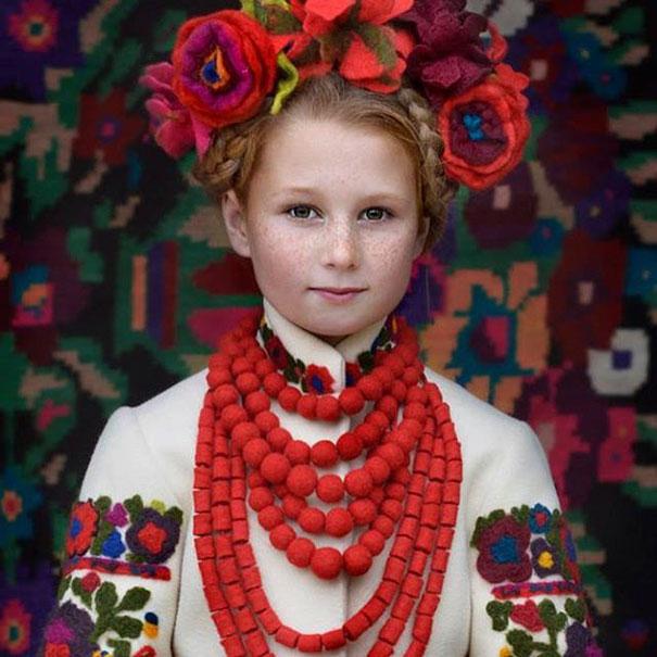 beautiful-traditional-ukrainian-flower-crowns-costume (1)