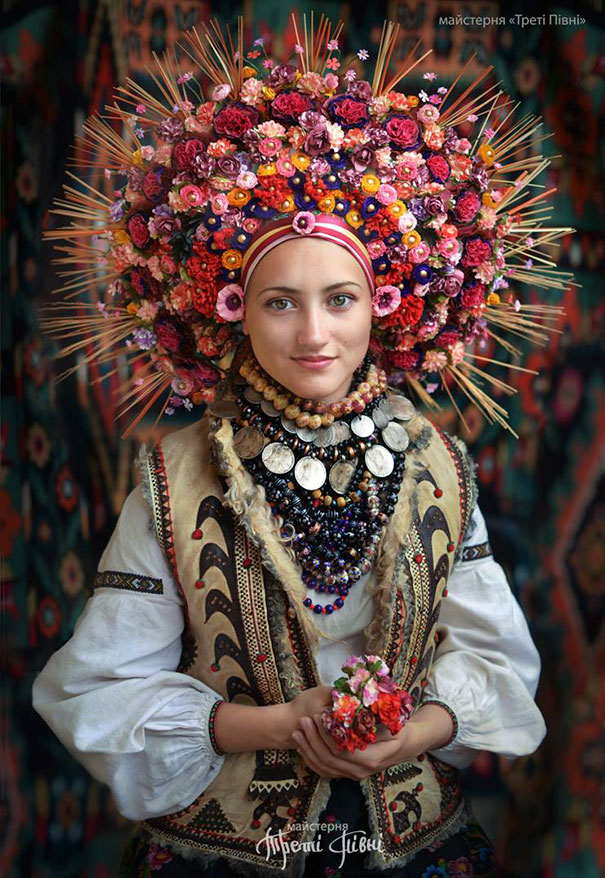 beautiful-traditional-ukrainian-flower-crowns-costume (11)