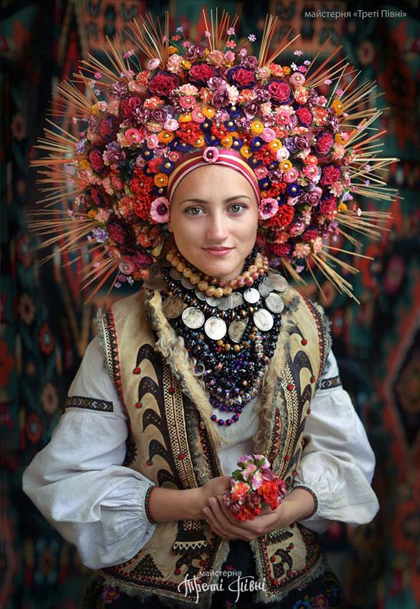 beautiful-traditional-ukrainian-flower-crowns-costume (11)