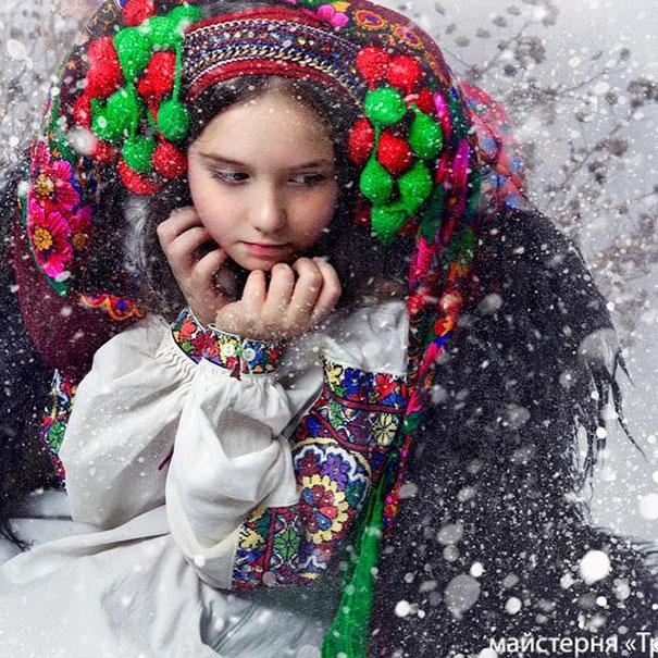 beautiful-traditional-ukrainian-flower-crowns-costume (13)