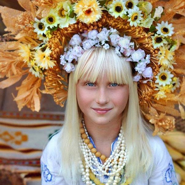 beautiful-traditional-ukrainian-flower-crowns-costume (14)