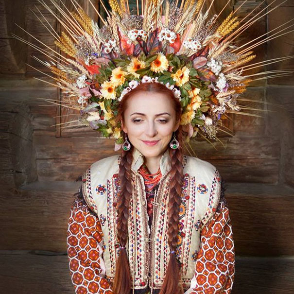 beautiful-traditional-ukrainian-flower-crowns-costume (2)
