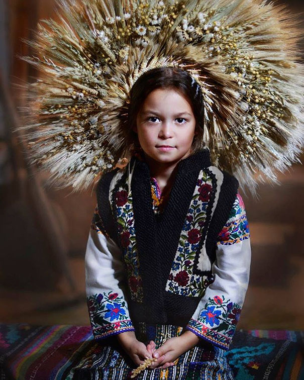 beautiful-traditional-ukrainian-flower-crowns-costume (4)