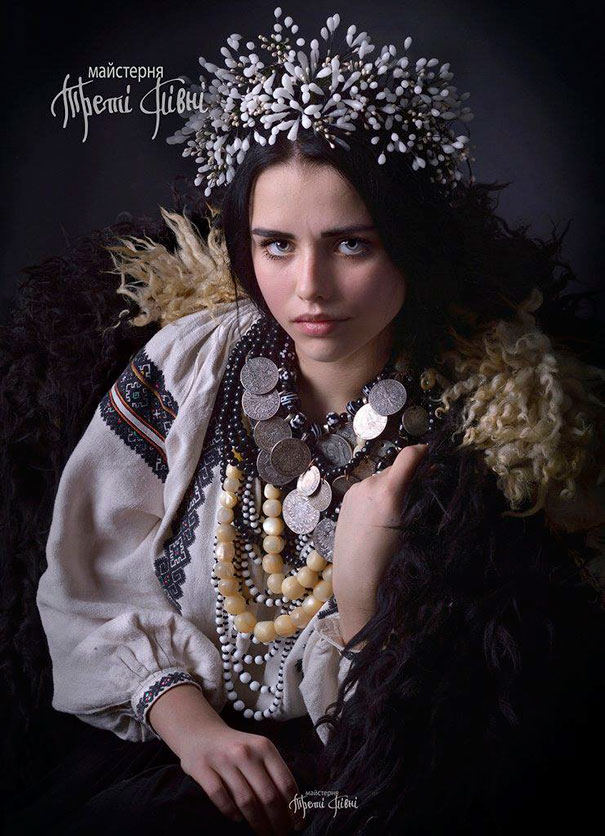 beautiful-traditional-ukrainian-flower-crowns-costume (5)