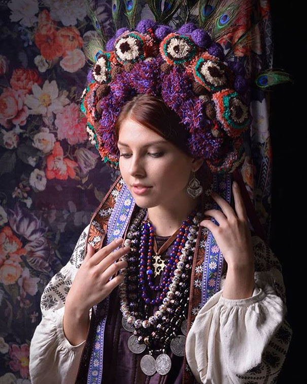 beautiful-traditional-ukrainian-flower-crowns-costume (6)