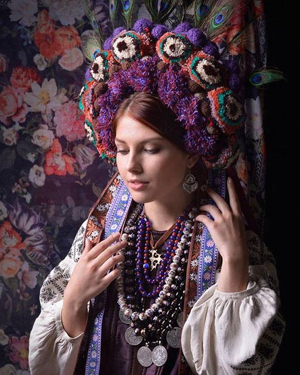 beautiful-traditional-ukrainian-flower-crowns-costume (6)