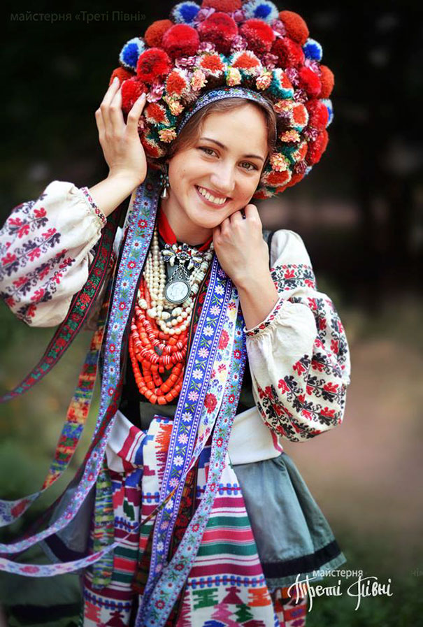 beautiful-traditional-ukrainian-flower-crowns-costume (9)