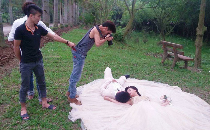crazy-wedding-photographers-perfect-shot-behind-the-scenes (6)