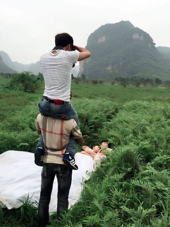 crazy-wedding-photographers-perfect-shot-behind-the-scenes (7)