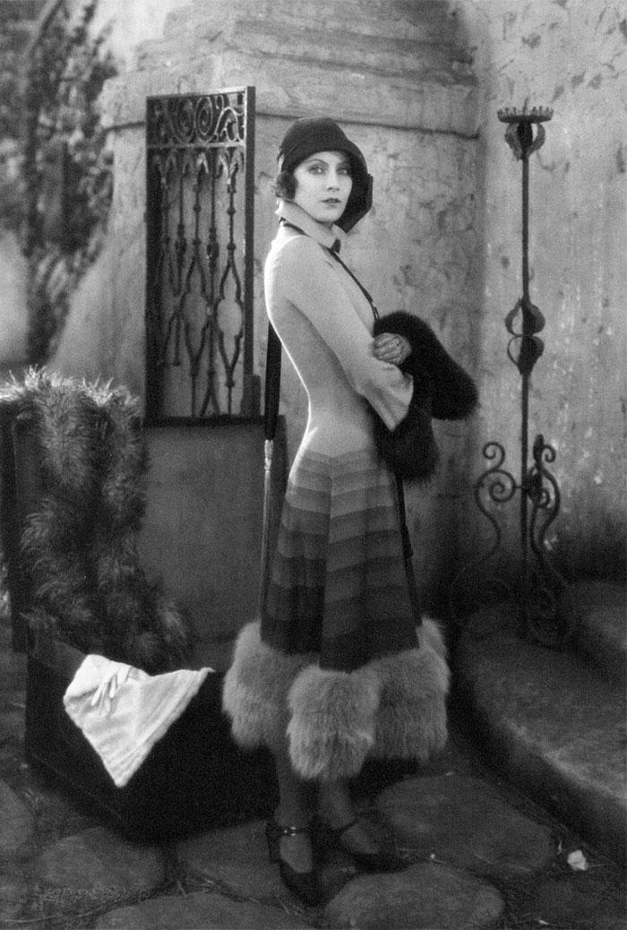 modern-fashion-1920s-women-dress-clothing-style (1)