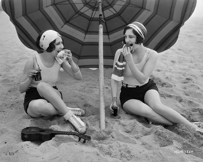 modern-fashion-1920s-women-dress-clothing-style (11)