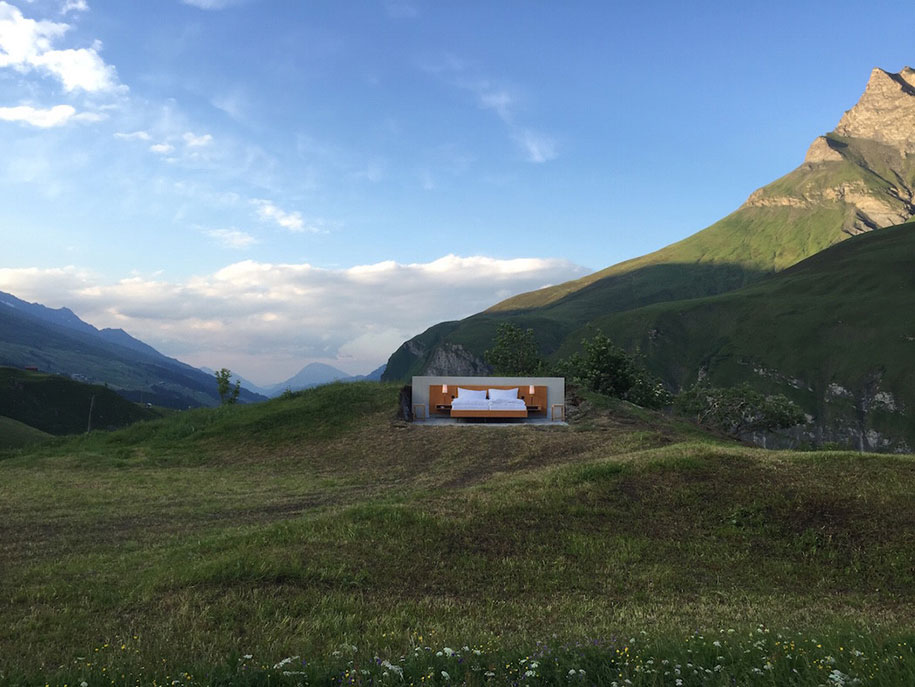 swiss-alps-null-stern-hotel-mountain-bed-suite (2)