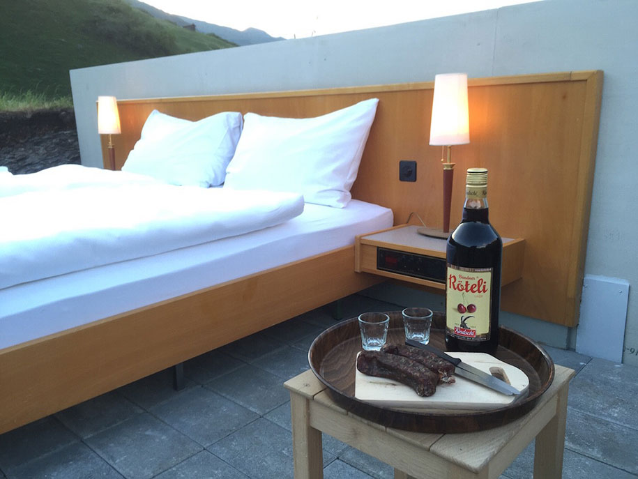 swiss-alps-null-stern-hotel-mountain-bed-suite (4)