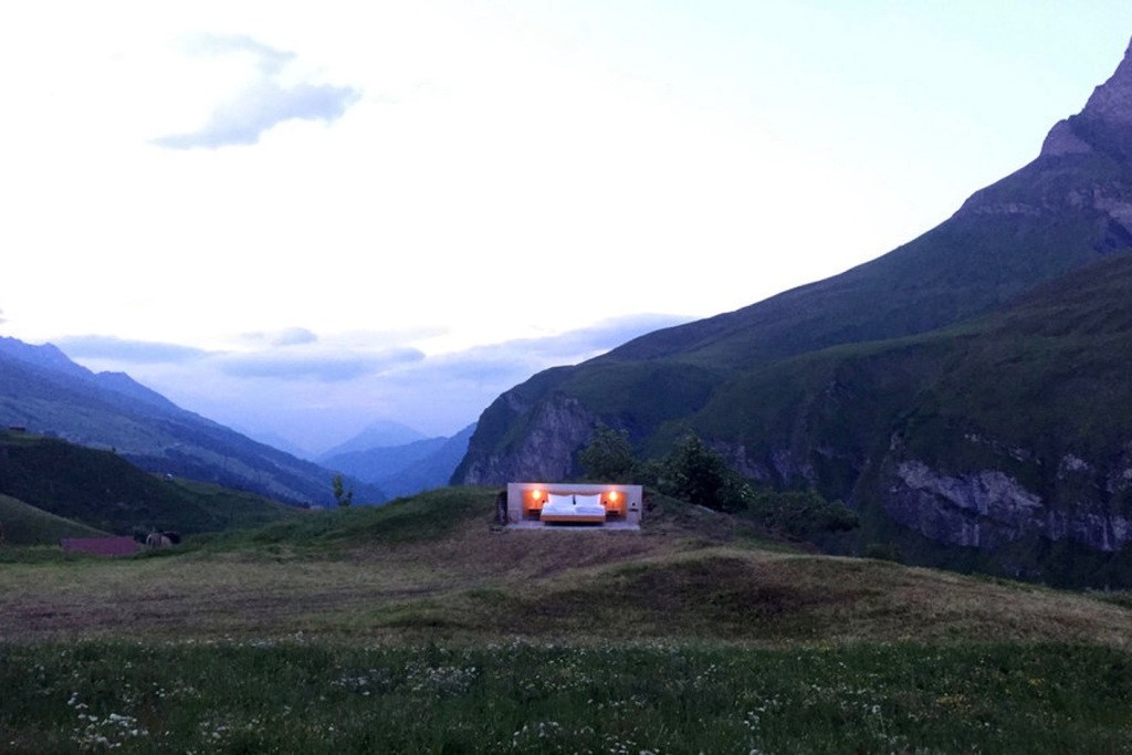 swiss-alps-null-stern-hotel-mountain-bed-suite (7)
