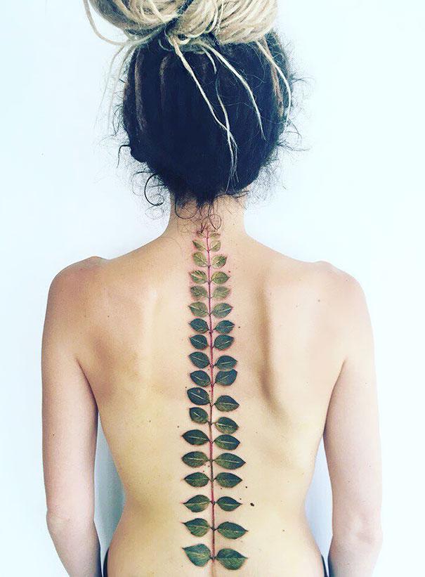 30个最好的脊柱纹身插图(11)