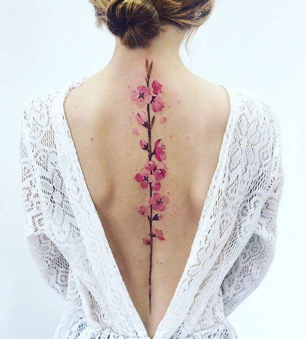 30个最好的脊柱纹身插图