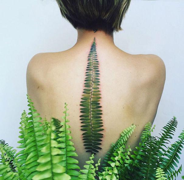 30个最好的脊柱纹身插图(23)
