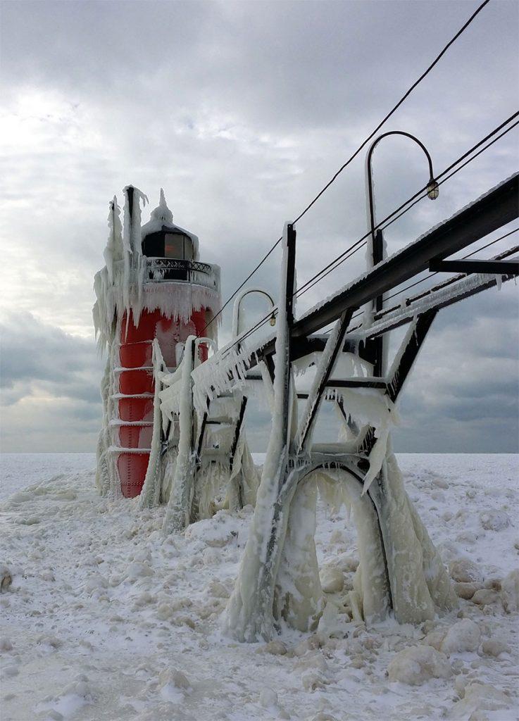 冰冻的密歇根湖仿佛魔幻世界插图6