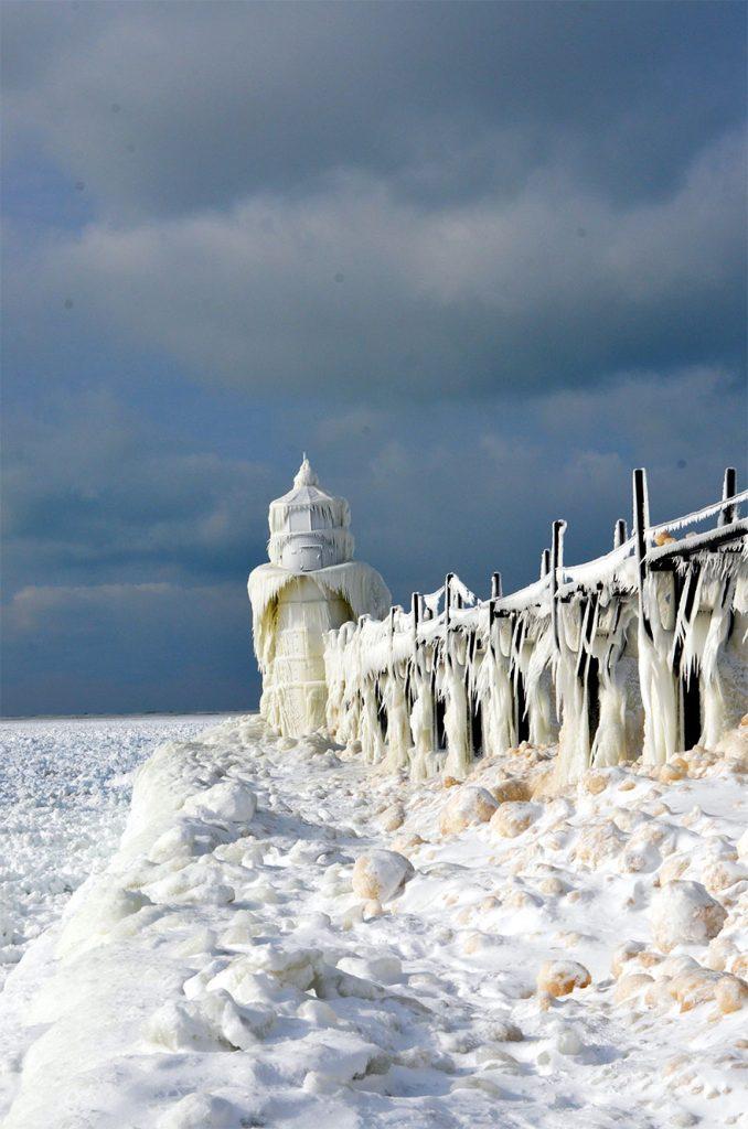 冰冻的密歇根湖仿佛魔幻世界插图8