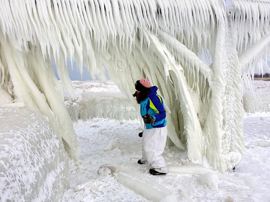 冰冻的密歇根湖仿佛魔幻世界插图11