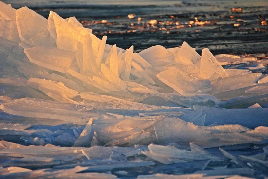 冰冻的密歇根湖仿佛魔幻世界插图12