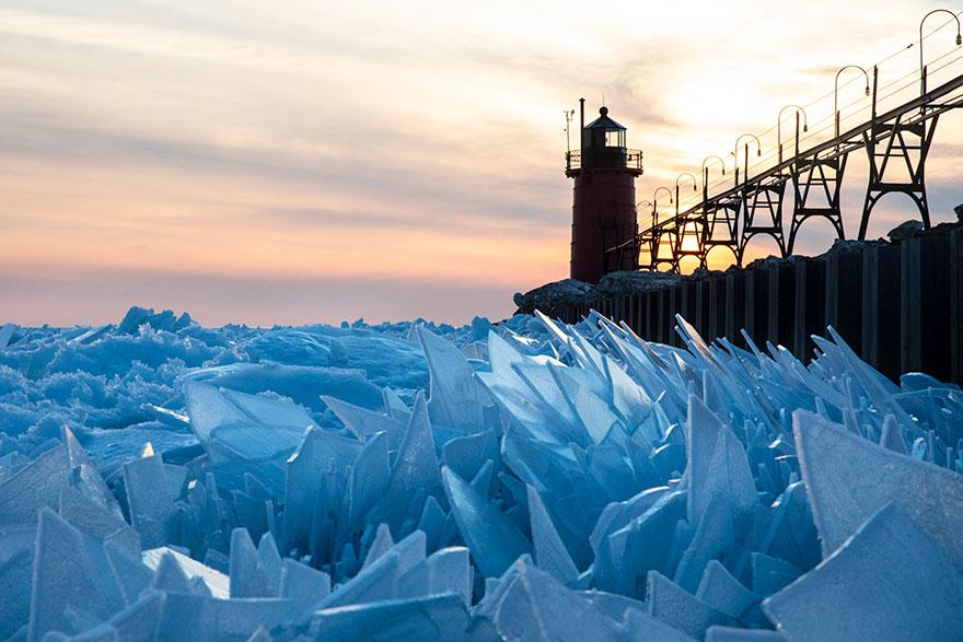 冰冻的密歇根湖仿佛魔幻世界插图