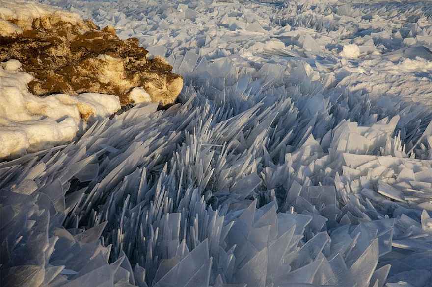 冰冻的密歇根湖仿佛魔幻世界插图2