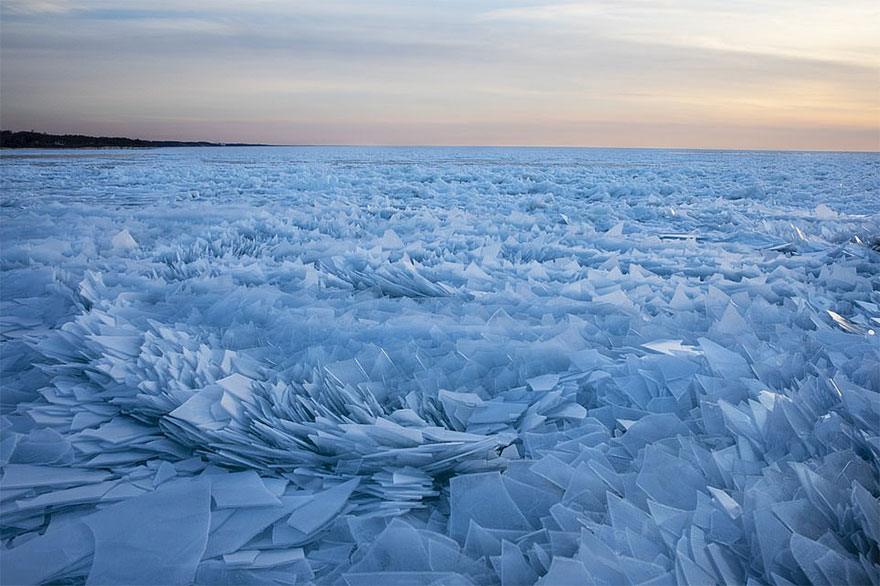 冰冻的密歇根湖仿佛魔幻世界插图(3)