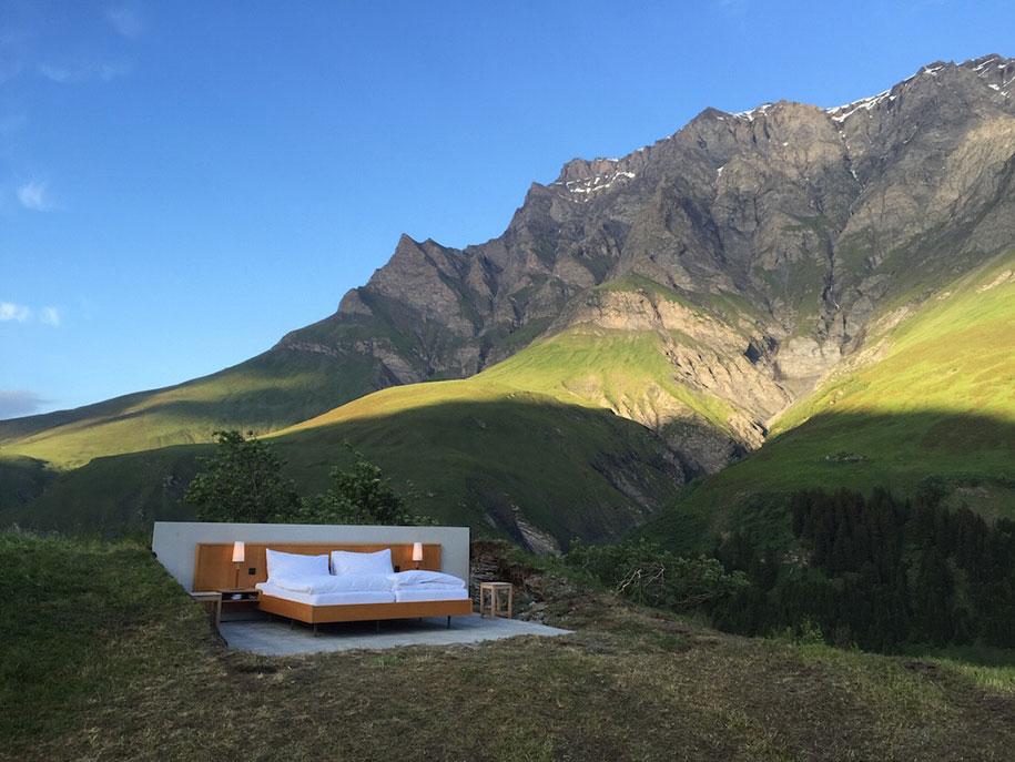 完全融入自然的阿尔卑斯山景套房插图